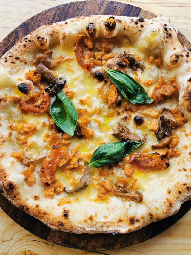 Vegan pulled pork pizza